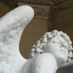 Detalle del ángel del panteón de la familia Gándara