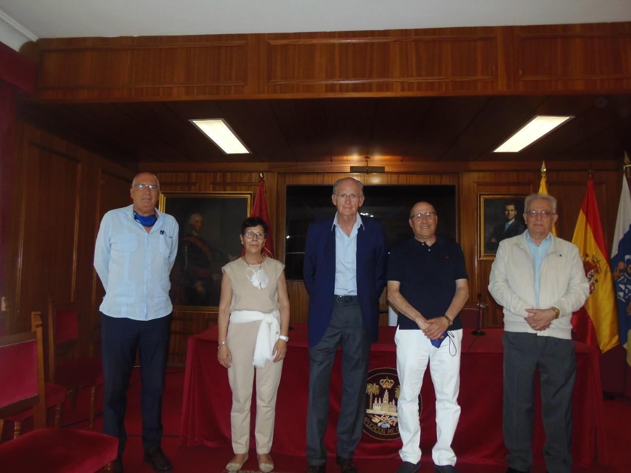 Foto de la visita del presidente de la RSEAP de Cartagena a la RSEAP de Gran Canaria